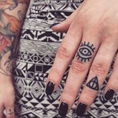 Finger Tattoos 25