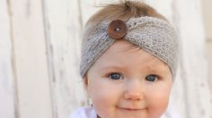 Free crochet headband pattern with wooden button accent. Make it in less than an hour! Perfect last-minute DIY gift idea for a baby shower or birthday.