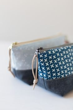 Sewing Bags a zippered pouch never hurt - Noodlehead - Well, I think this might be my last regular post for but I couldn't help but share these little Diy Pouch No Zipper, Zipper Pouch Tutorial, Zipper Bags, Diy Pouch Bag, Bag Patterns To Sew, Sewing Patterns Free, Sewing Hacks, Sewing Tutorials, Sewing Tips