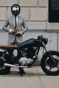 The French Vintagologist - Motorcycle Estilo Cafe Racer, Cafe Racer Style, Cafe Racer Bikes, Cafe Racer Motorcycle, Motorcycle Style, Brat Bike, Cafe Racer Helmet, Biker Style, Blitz Motorcycles