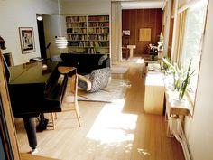 Alvar Aaltoa ihailemassa Alvar Aalto, Desk, Living Room, Furniture, Home Decor, Desktop, Decoration Home, Room Decor, Table Desk