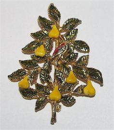 Accessocraft N.Y.C. Patridge in a Pear Tree Christmas Pin ~ Book Piece