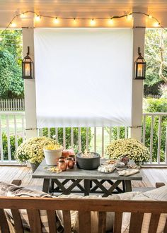 Step-by-step tutproals to make a DIY outdoor movie theater screen and s-mores station from a coffee table   fall outdoor decorating ideas.
