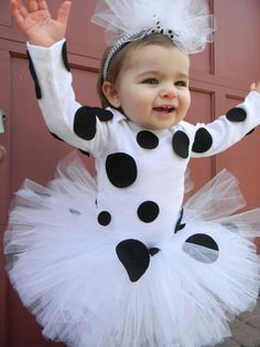 Since Lexi loves 101 Dalmations so much, sheneeds this costume! Baby Girl Halloween, Toddler Halloween, First Halloween, Halloween Kostüm, Holidays Halloween, Halloween Costumes For Kids, Halloween Dress, Baby Dalmatian Costume, Dalmatian Halloween
