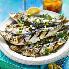 jamie oliver gegrillte sardinen gebratener halloumi sesam rucolasalat essen pinterest. Black Bedroom Furniture Sets. Home Design Ideas