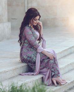 💎👑ئەم پەیجە تایبەتە بە جلی کوردیی ئێوەی ئازیز👑 ❤ 🌟ئەتوانن لە ڕێگەیdirect وێنە و ڤیدیۆی جلی کوردیەکانتان بنێرن🌟 Skirt Fashion, Fashion Dresses, Snapchat, Eastern Dresses, Muslim Women Fashion, Rajputi Dress, Muslim Beauty, Beautiful Muslim Women, Indian Bridal Outfits