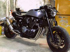 Cafe Racer Pasión — Yamaha Cafe Racer by Tony Attanasio Moto Cafe, Cafe Bike, Cafe Racer Motorcycle, Motorcycle Design, Yamaha Xjr, Yamaha Motorcycles, Custom Street Bikes, Custom Bikes, Moto Guzzi