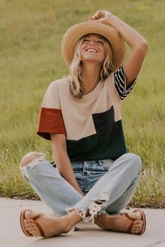This Contrast Top will liven up your closet. The colorbock design and contrasting patterns is sure to brighten any outfit. Featuring functional pocket and crew neck. 50 Best Spring Outfits Casual 2019 for Women - Fashion and Lifestyle Street Mode, Looks Hippie, Jeans Trend, Fall Outfits, Casual Outfits, Casual Jeans, Work Outfits, Fashionable Outfits, Office Outfits