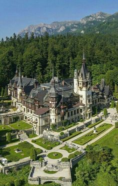 Peleș Castle is a Neo-Renaissance castle in the Carpathian Mountains, near Sinaia, in Prahova County, Romania. Beautiful Castles, Beautiful Buildings, Beautiful Landscapes, Beautiful Places, Places Around The World, The Places Youll Go, Places To See, Around The Worlds, Peles Castle