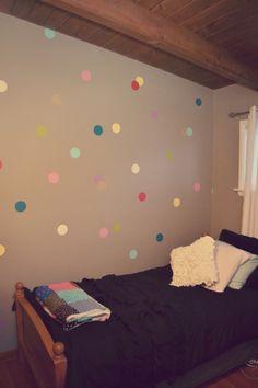Easy confetti wall DIY. Cheap, cute way to brighten a room!