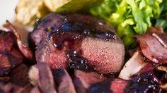 Filets de cerf marinés et grillés, sauce au bleuet - Recettes - RecettesBBQ.com