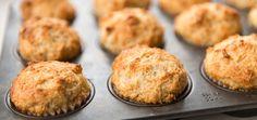 Muffins au cheddar d'Hélène Laurendeau Recette santé Ricardo (modifier avec cheddar fort et utiliser les papiers à muffin parchemin sinon ça colle)