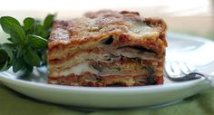 Ricetta Parmigiana di melanzane http://www.puntoricette.it/Ricetta/ricetta-parmigiana-di-melanzane/ #parmigiana #ricette #cucinasiciliana
