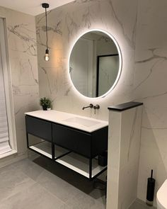 How to Finish Your Basement and Basement Remodeling – House Remodel HQ Marbel Bathroom, Marble Tile Bathroom, White Marble Bathrooms, Bad Inspiration, Bathroom Inspiration, Bathroom Design Small, Bathroom Interior Design, Bad Styling, Small Closets
