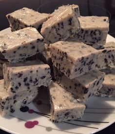 Milkybar milk and cookie slow cooker fudge Fudge Recipes, Sweets Recipes, Candy Recipes, Just Desserts, My Recipes, Baking Recipes, Favorite Recipes, Slow Cooker Fudge, Slow Cooker Recipes