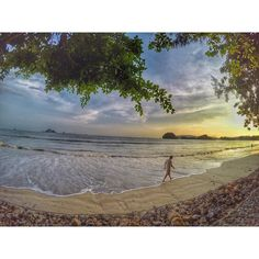 i ' m waiting for you#thailand #aonang #krabi #igdaily #thaistagram #trip #travel #travelling #life #instatravel ##instagram #travelawesome #nice #day #view#gopro #gopro4 #goprooftheday #goprothailand#sea #beach#amazing #awesome by nook_nathakon