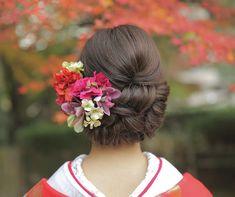 AkikoMatsunoさんはInstagramを利用しています:「• • • hair arrange • wasou style • #プレ花嫁 #ヘアメイク #大阪花嫁 #wedding #hairarrange #ヘアアレンジ #ヘッドアクセ#サロモ #신부#和装ヘア #ウェディングフォト #WNブライダルヘア #ヘアスタイル…」 Graduation Hairstyles, Bride Hairstyles, Hair Arrange, Bridal Hair Flowers, Hair Color, Hair Beauty, Hair Accessories, Wedding Dresses, Hair Styles