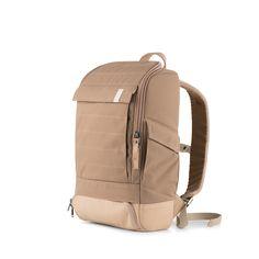 """Auf kleinem Raum bietet dieser 15 l Canvas-Rucksack vollen Funktionsumfang. Mit seiner festen Polsterung und seiner eigenständigen Form, bewahrt der wasserabweisende, strapazierfähige Rucksack immer Haltung und schützt sein Inneres. Hierhin finden sich eine Reißverschlusstasche, ein 13"""" Laptop-Fach, ein Dokumenten- und ein Tablet-Fach und kleinere Fächer zur besseren Organisation. Zwei seitliche Außentaschen, eine leicht zugängliche Fronttasche mit verstecktem Reflektorband und eine…"""
