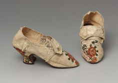 1780, England - Woman's shoes - Silk brocade, silk ribbon, leather, and linen lining