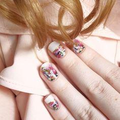 Hej hej :) wena i chęci wróciły jest więc i nowy post. Tym razem przedstawiam Wam alternatywę dla hybryd i opowiadam jak się u mnie sprawdziła. Ciekawi dzięki czemu uzyskałam tak wiosenne paznokcie ? #manirouge #flowernails #springnails #paznokcie #manicure #pinknails #nowypost #recenzja