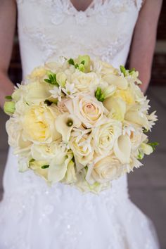 A #beautiful #cream #bouquet of #freshflowers from #freshaffairs! #roses #callalillies #elegant + #summery. ::Kelsey + Jared's joyful wedding at All Saints' Chapel and the Capital City Club in Raleigh, North Carolina:: #northcarolinawedding #weddingdress #weddingflowers #bridalbouquet #flowerideas #lovely