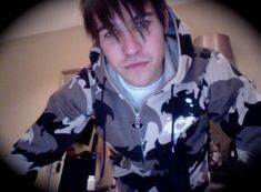 finally the boys version of the cammo hood. black, brown and grey. get sick mothertrucker. Peter Wentz, Jon Walker, Spencer Smith, Quiff Hairstyles, Cute Emo, Mikey Way, Band Pictures, Just Style, Emo Bands