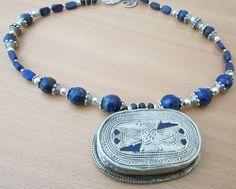 Pendentif   Turkmen sur collier en lapis par AdornmentsToAdore