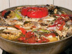 Saramura de crap Romanian Food, Crap, Fish Recipes, Pesto, Quiche, Food And Drink, Yummy Food, Chicken, Cooking