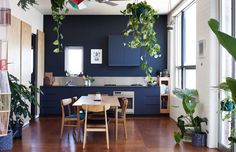 Speels familiehuis vol kleur en planten