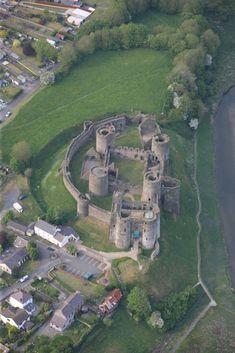 Resultado de imagen de kidwelly castle Castles In Wales, Baseball Field, Golf Courses
