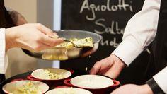 Handgemachte Ricotta-Spinat-Agnolotti in Salbeibutter mit gehobeltem Graukas Ein Rezept von Cornelia Poletto