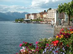 You love lakes and want to spend 4 days in the best lakes of Italy? You may be interested in this customized tour!