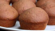 Μια συνταγή που δε θα βαρεθείτε να φτιάχνετε! Muffins – μπουκίτσες γεμιστά με πραλίνα της επιλογής σας (nutella, merenda κτλπ) που θα σας τρελάνουν τους ουρανίσκους! Εκτέλεση Προθεμαίνετε το φούρνο στους 180C. Ρίχνετε όλα τα στερεά συστατικά σε ένα μούλτι και τα χτυπάτε μέχρι να ομογενοποιηθούν. Προσθέστε στο μούλτι το γάλα και τα αυγά και …