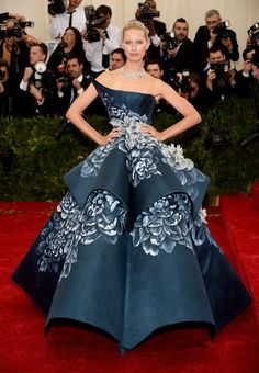 Karolina Kurkova stuns on the red carpet at the #MetBall2014! pic.twitter.com/p8hOixLj1c