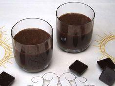 Čokoládový likér • Recept   svetvomne.sk Rum, Beverages, Drinks, Kakao, Cooking Recipes, Tableware, Foods, Savoury Pies, Bakken