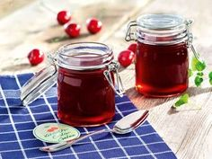 Cherry Cola Kirsch-Cola-Gelee Cherry Cola Jelly More - Chutneys, Homemade Sweets, Homemade Food, Jam And Jelly, Dessert Sauces, Desserts, Vegetable Drinks, Healthy Eating Tips, Healthy Nutrition