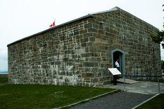 La redoute du Cap Diamants est le plus vieux bâtiment militaire de Québec. Elle fut constuite pendant le Régime français, en 1693, sous le gouvernement de Frontenac. CSA Chute Montmorency, Chateau Frontenac, Le Petit Champlain, Canada, France, Quebec City, Roots, Sidewalk, Quebec Winter Carnival