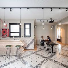 The potential of our VESTIGE series shown on the floors of the Nikbor Hostel by Normal Estudio Barcelona.