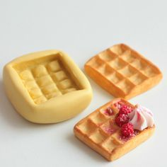 Raspberry fruit silicone mold, Realistic blackberry and For fimo, resin, airclay, miniature creations Cute Polymer Clay, Polymer Clay Charms, Diy Clay, Clay Crafts, Macaron Fimo, Mini Macaron, Fimo Kawaii, Raspberry Fruit, Almond Paste