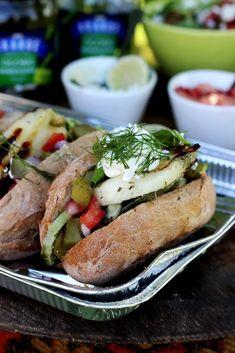 Burgery z grillowanym halloumi i warzywami Halloumi, Hot Dog Buns, Hot Dogs, My Salsa, Hamburger, Grilling, Food Ideas, Pizza, Sweets
