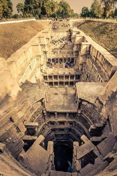 Rani ki Vav (or vav-ki Ran) is a well to store water (vav = stepwell) located in the city of Patan, in Gujarat, India It was built during the reign of the Solanki dynasty Added to the list of UNESCO World Heritage sites on June 2014 - Architecture Indian Architecture, Ancient Architecture, Business Architecture, Lego Architecture, Amazing Architecture, Architecture Today, Roman Architecture, Abandoned Buildings, Abandoned Places