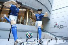 Anime News NetWork- Giant Captain Tsubasa Statues Tower Over Downtown Hong Kong Captain Tsubasa, Giants Football, Football Art, Oliver Benji, Hong Kong, Anime News Network, Soccer Art, World Cup, Sporty