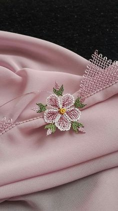 Namaz başörtüsü Needle Lace, Needle And Thread, Cheese Cloth, Pretty In Pink, Diy And Crafts, Embroidery, Sewing, Lace, Hand Embroidery