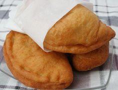 LIHAPIIRAKAT      5 dl maitoa     50 g hiivaa     1 tl suolaa     2 dl hiivaleipäjauhoja     10 dl vehnäjauhoja     100 g voita tai margariinia  täyte:      3 dl keitettyä riisiä     400 g kalkkunan paistijauhelihaa     2 sipulia     3 keitettyä kananmunaa     1½ tl suolaa     1 tl mustapippuria