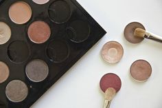 MAC eyeshadows: Colours to get over time: - Sumptuous olive -Greensmoke - All that glitters - Expresso - Sable -Cranberry Eyeshadow Basics, Urban Decay Eyeshadow, Mac Eyeshadow, Eyeshadows, Mac Shades, Mac Makeup, Gold Lace, All That Glitters, Hair Beauty
