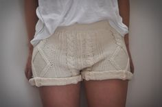 How to: Cable knit shorts Knit Shorts, Sweater And Shorts, Lace Shorts, Summer Knitting, Knitwear Fashion, Basic Outfits, Pull, Lounge Wear, My Style
