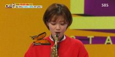 TWICE's Jungyeon shows off her adorable saxophone skills! | http://www.allkpop.com/article/2016/03/twices-jungyeon-shows-off-her-adorable-saxophone-skills