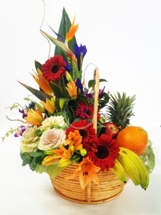 New Fruit Basket Diy Gift Flower 57 Ideas Fruit Flower Basket, Flower Pots, Flower Delivery Service, Fruit Gifts, New Fruit, Summer Fruit, Summer Flowers, Fresh Fruit, Fruit Arrangements