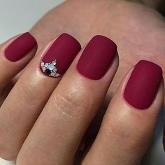 Matte Red Nails - Best Matte Nails: Cute Matte Nail Designs, Colors, Ideas, and Art Matte Nail Art, Matte Black Nails, Red Nails, Matte Red, Acrylic Nails, Oval Nails, Acrylics, Tattoo Papier, Fall Nail Trends