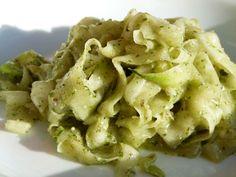 """Zucchini Rohkostnudeln - """"raw pasta"""""""
